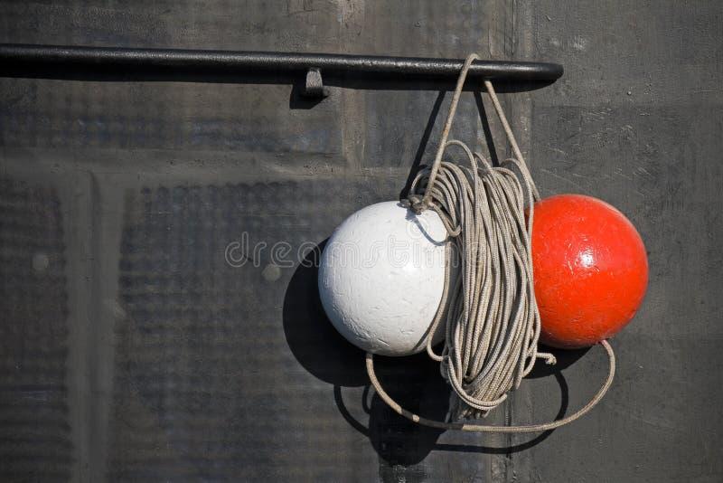 Download Röda Och Vita Signaleringsspheres På Ubåt Fotografering för Bildbyråer - Bild av float, regler: 19782035