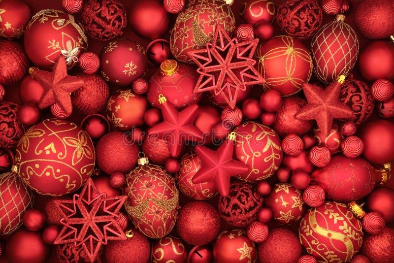Röda struntsakgarneringar för jul royaltyfri foto