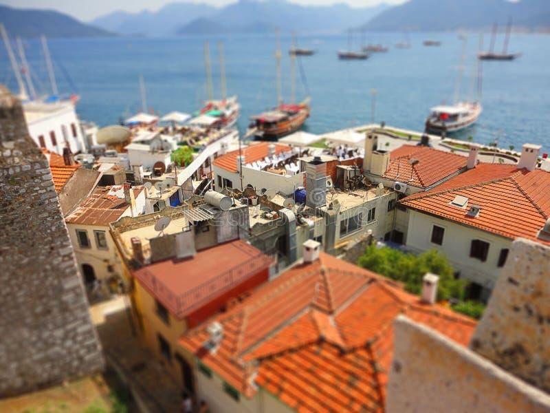 Röda tak av den selektiva fokusen för port, lutande-förskjutning effekt arkivbilder