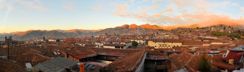 Röda tak i ett historiskt område av Cuzco, Peru royaltyfri fotografi