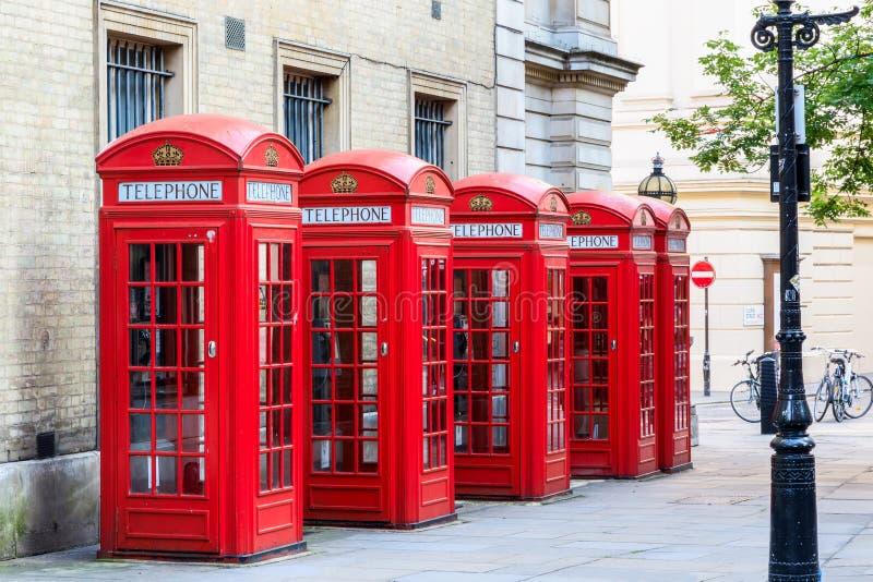 Röda telefonbås royaltyfri bild