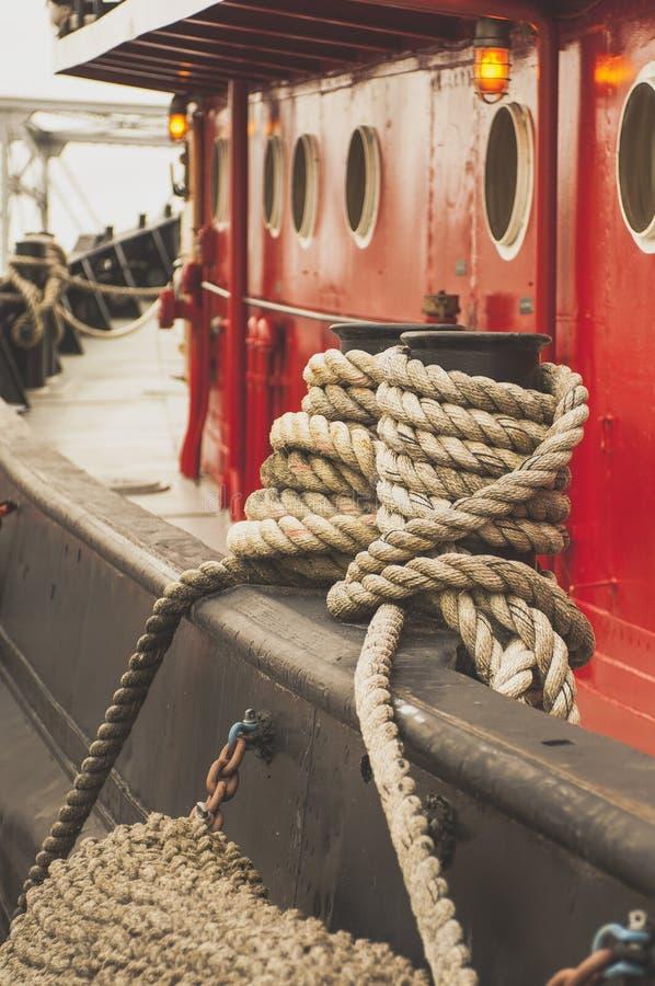 Röda Tugg fartygrep royaltyfri bild