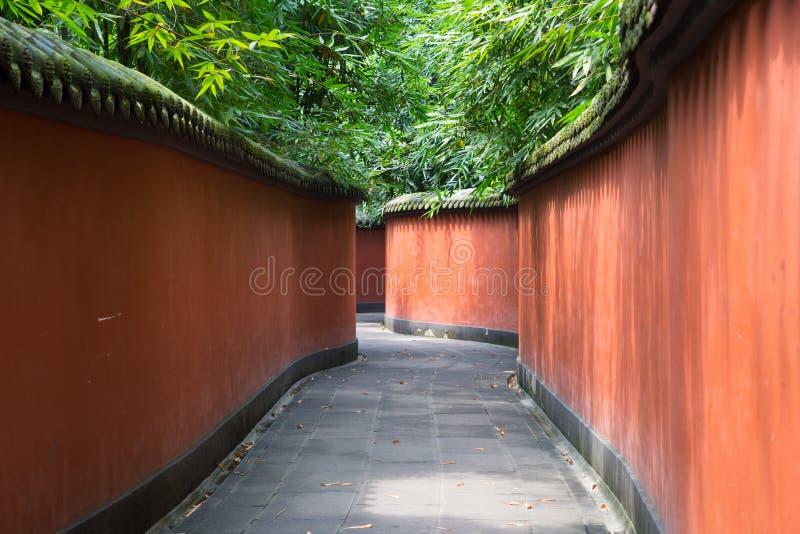 Röda väggar i en buddistisk tempel i Kina fotografering för bildbyråer