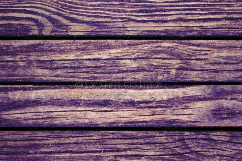 Rödbrun röd wood plankacloseup Grov bråteyttersida Varm träbakgrund för tappningkort royaltyfri bild