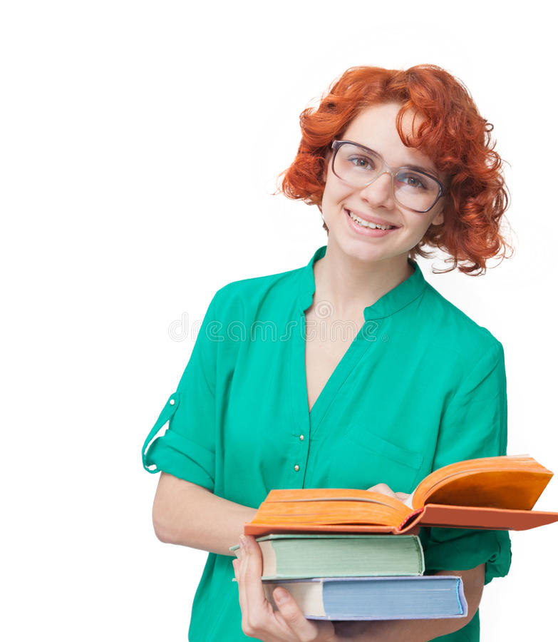 Rödhårig flicka i exponeringsglas med böcker royaltyfria bilder