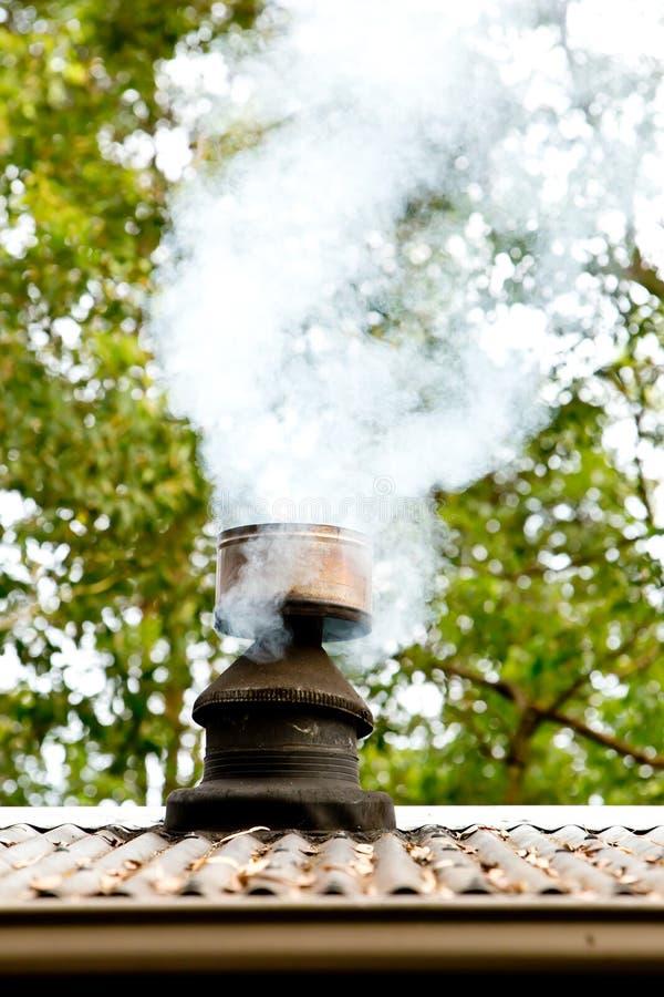 Rök från huslampglaset royaltyfri bild