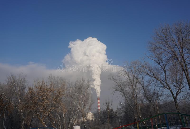 Rök kommer från CHPEN royaltyfri fotografi