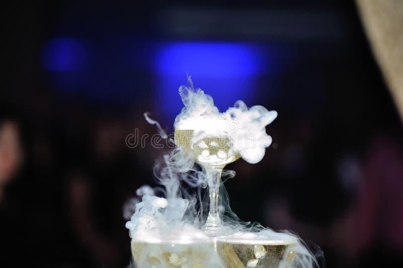 Röka champagne fotografering för bildbyråer