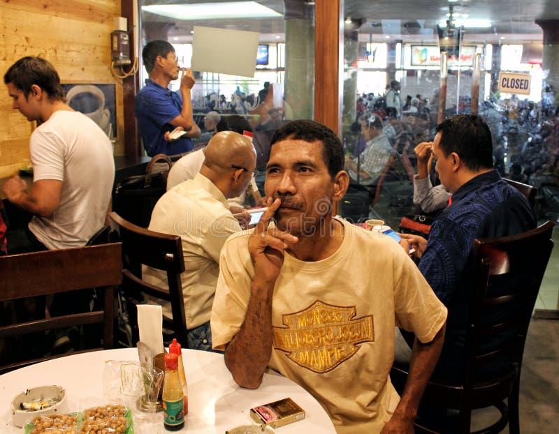 Download Röka Den VardagsrumIndonesien Flygplatsen Redaktionell Foto - Bild av turism, hälsa: 76701490