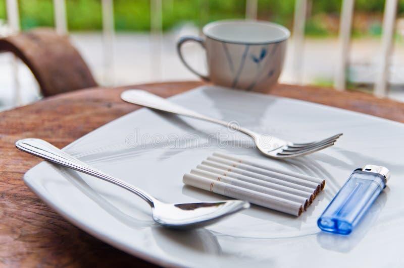 Röka frukosten arkivfoton