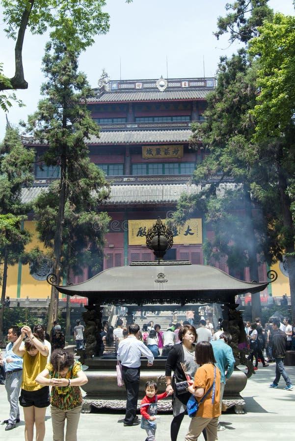 Rökelsegasbrännare på Chan Buddhist Lingyin Temple royaltyfri fotografi