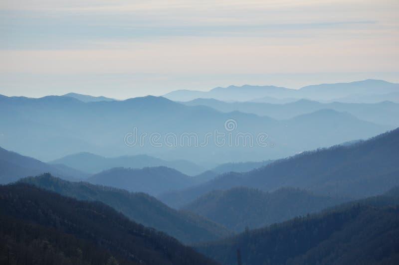 rökig solnedgångvinter för berg royaltyfri foto