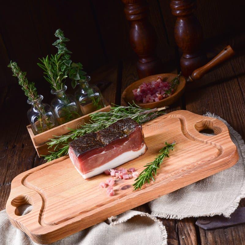 Rökt södra Tyrolean bacon arkivfoton