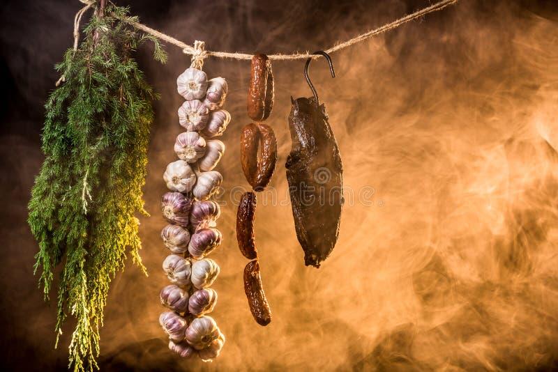 Rökt skinka i hemlagad smokehouse royaltyfria foton