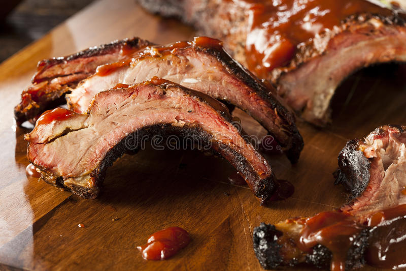 Rökte extra- stöd för grillfestgriskött royaltyfria bilder
