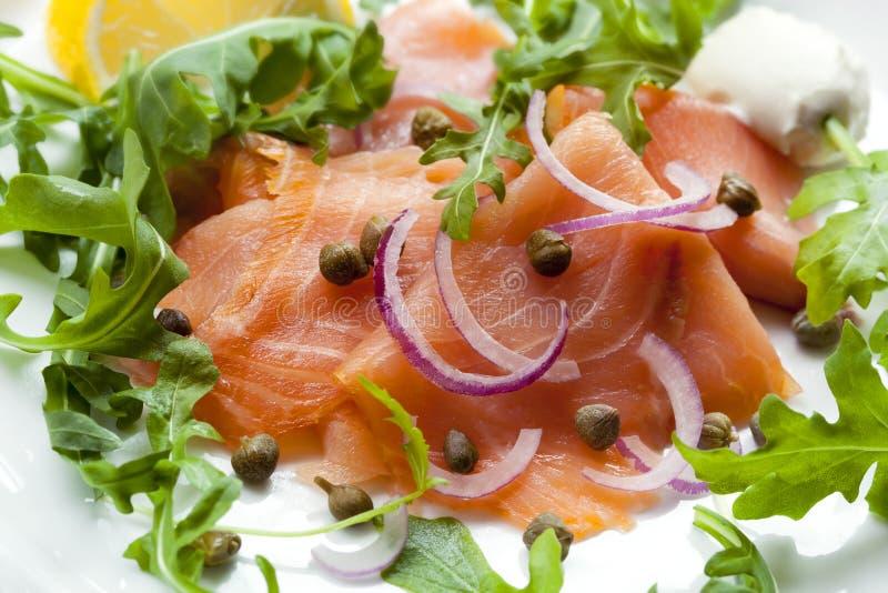 Rökte Salmon Salad fotografering för bildbyråer