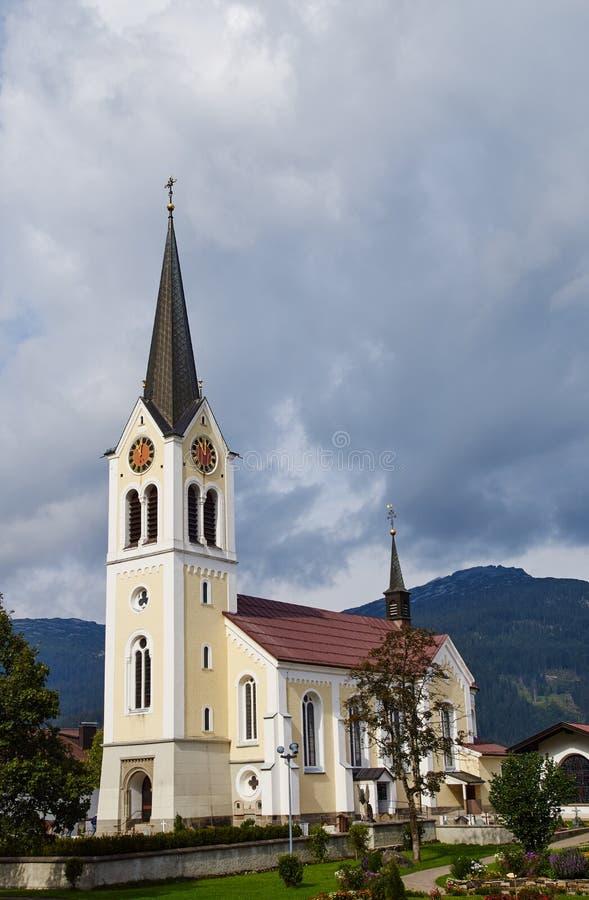 Römisch-katholische Gemeindekirche in riezlern lizenzfreies stockbild