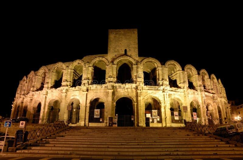 Römische Arena belichtet nachts stockbilder