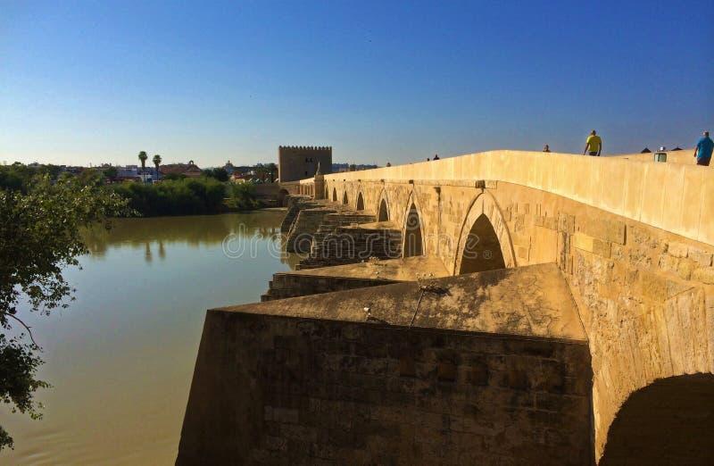 Römische Brücke von Cordoba, Spanien stockfotografie