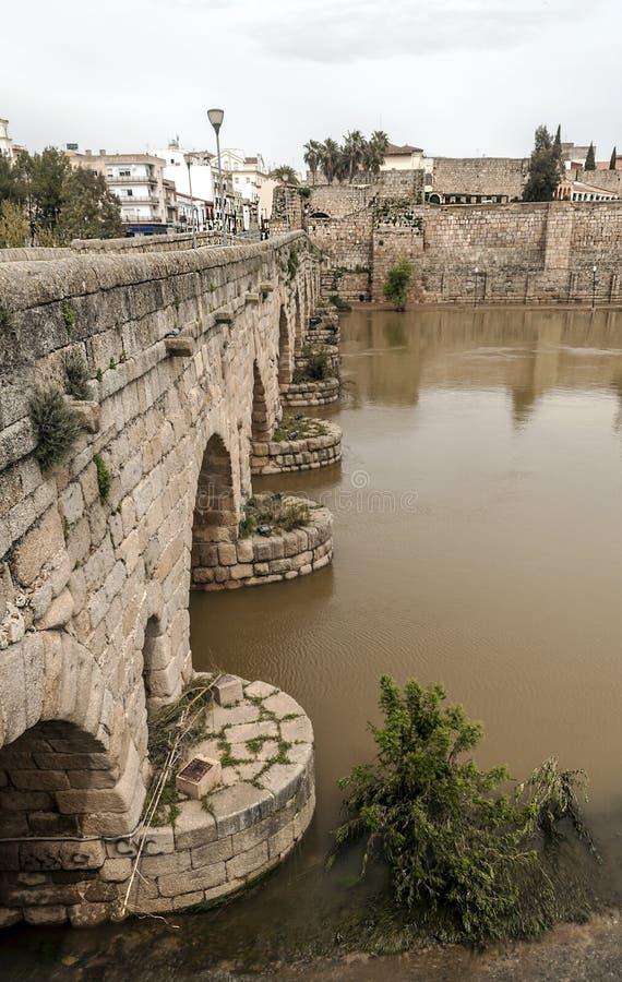 Römische Brücke von Emerita Augusta lizenzfreies stockbild