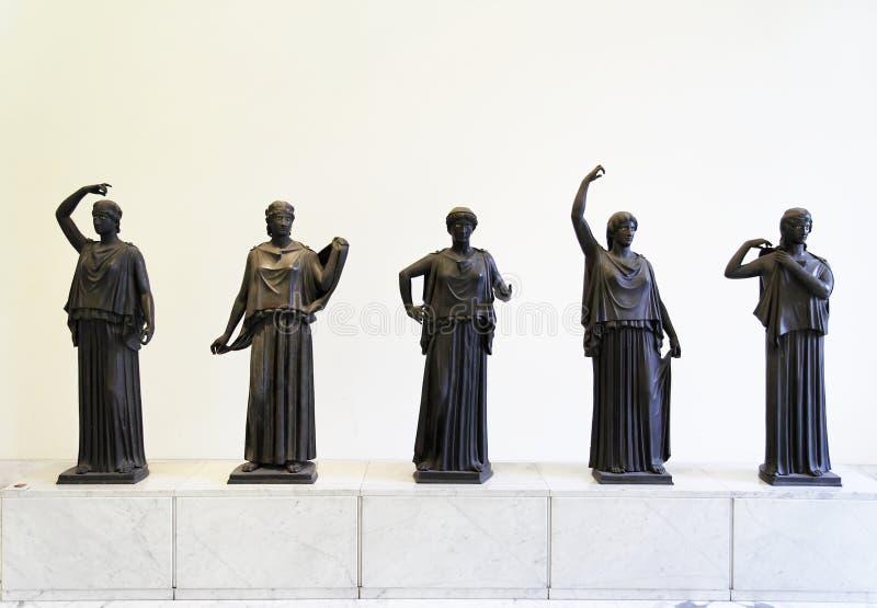 Download Römische Frauen stockbild. Bild von frauen, narragansett - 1520631