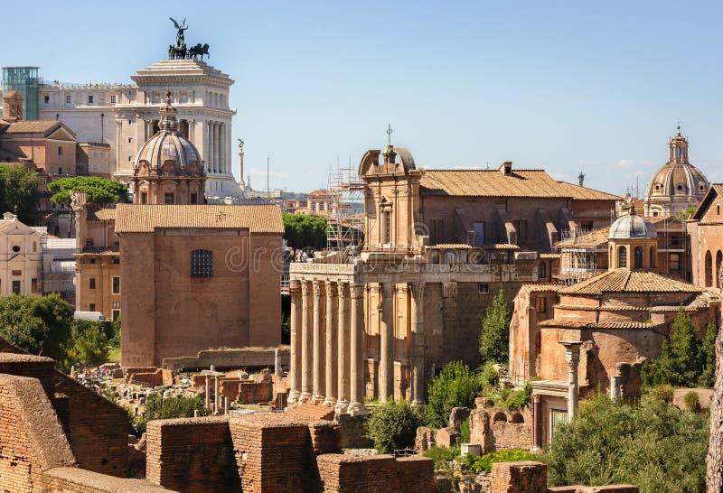 Römische Ruinen in Rom, Forum stockbild