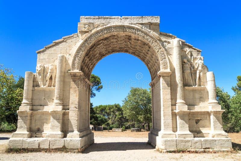 Römische Stadt von Glanum, Triumphbogen, Heilig-Remy-De-Provence, Franc stockfotografie