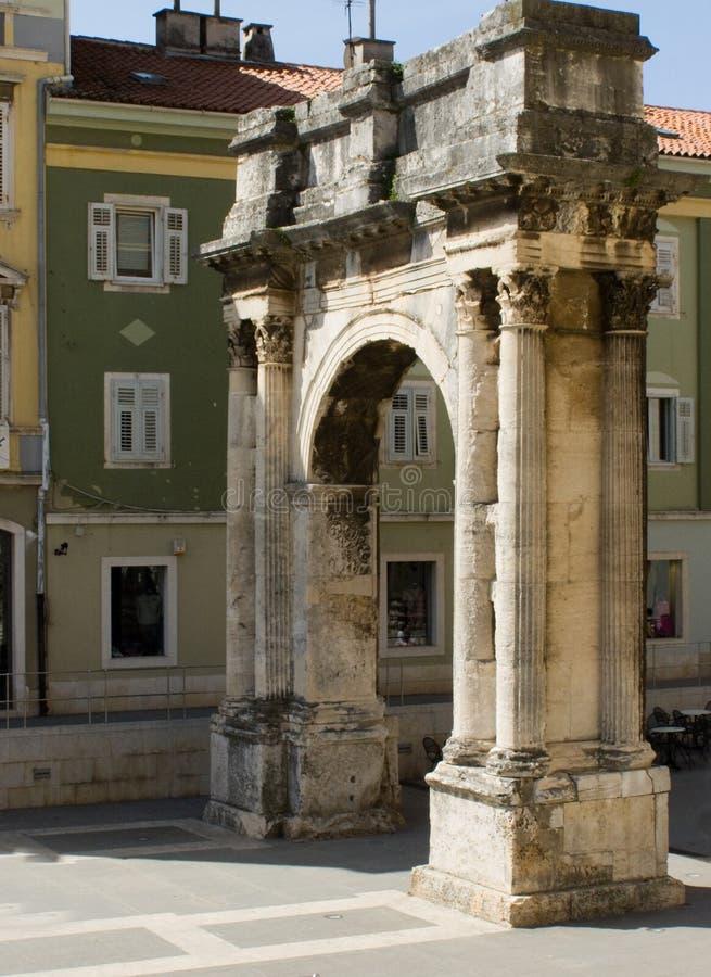 Römischer Siegesbogen (Pula - Kroatien) stockbilder
