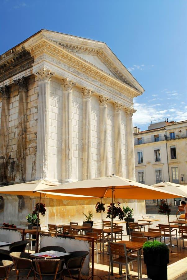 Römischer Tempel in Nimes Frankreich lizenzfreies stockbild