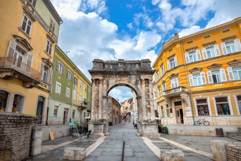 Römischer Triumphbogen Arch der Sergii in Pula Kroatien stockbild