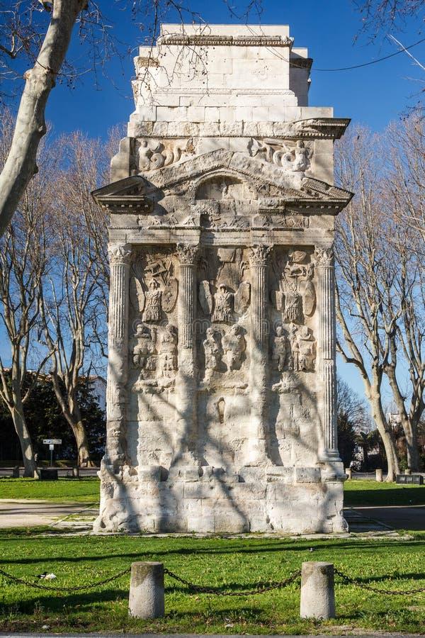 Römischer Triumphbogen in der Orange stockbilder