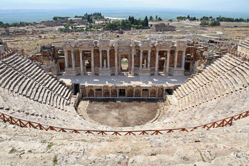 Römisches Amphitheater in den Ruinen von Hierapolis, in Pamukkale Die Türkei stockfotos