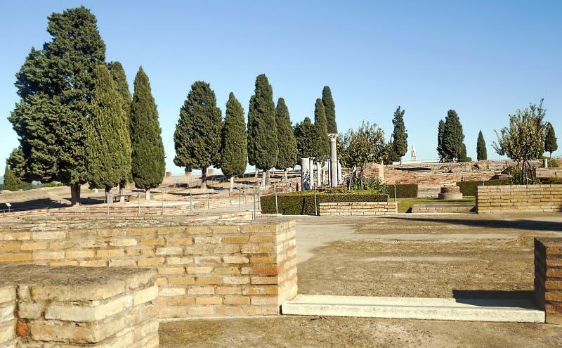Download Römisches Archäologisches Bleibt Stockfoto - Bild von rekonstruktion, tageszeit: 27725986