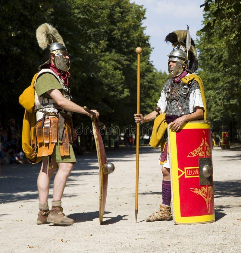 Römisches Schauspiel mit Gladiatoren und Legionären stockbilder