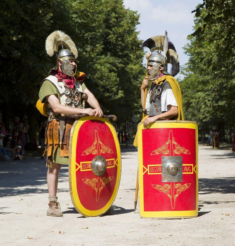 Römisches Schauspiel mit Gladiatoren und Legionären lizenzfreie stockfotos