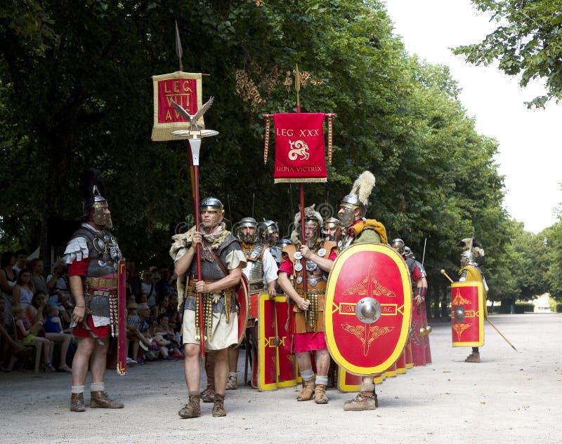 Römisches Schauspiel mit Gladiatoren und Legionären stockfoto