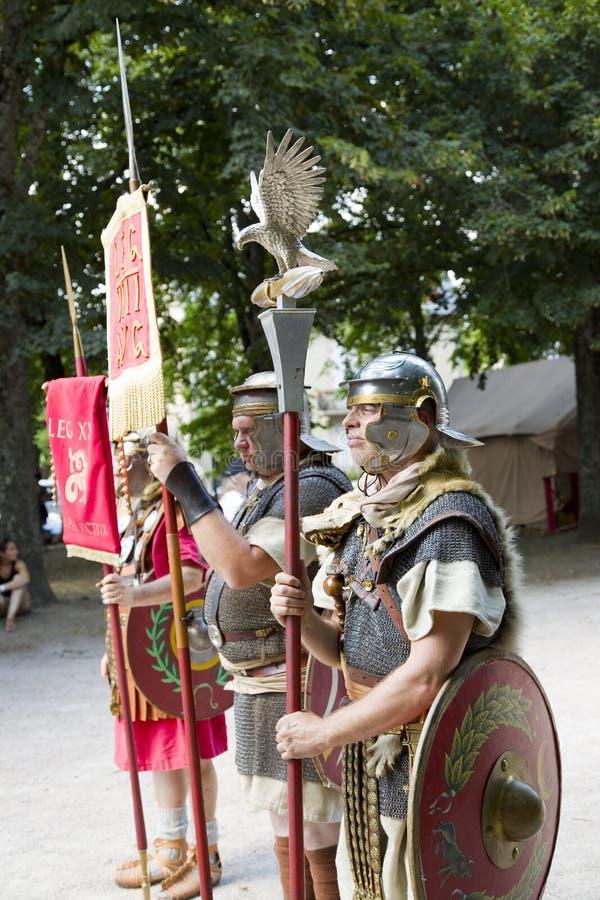Römisches Schauspiel mit Gladiatoren und Legionären lizenzfreie stockbilder