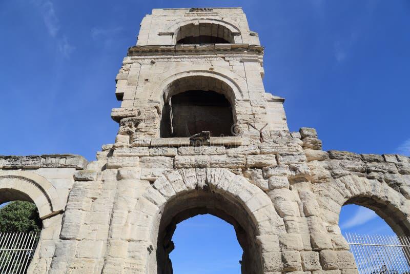 Römisches Tor in Arles, Frankreich lizenzfreie stockbilder