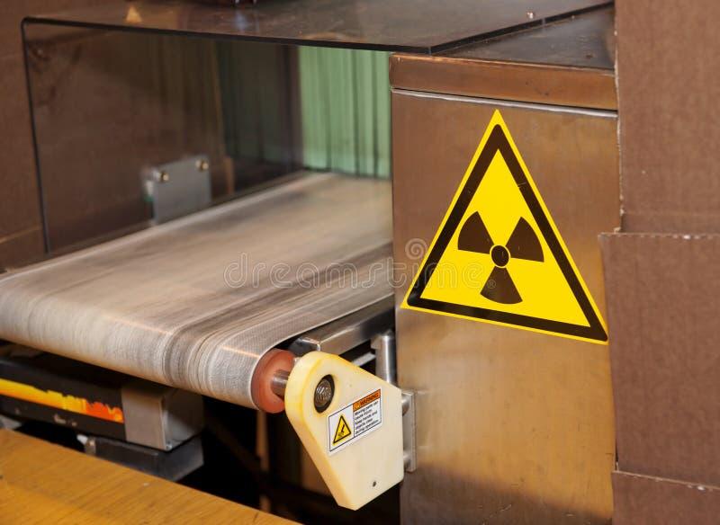 Röntgenstrahlqualitätskontrolleeinheit stockfotografie