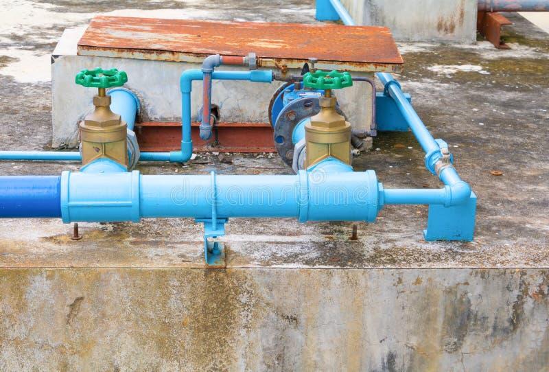 Rör för klapp för stål för skarv för vattenventilrörmokeri med grönt knoppslut upp arkivfoton