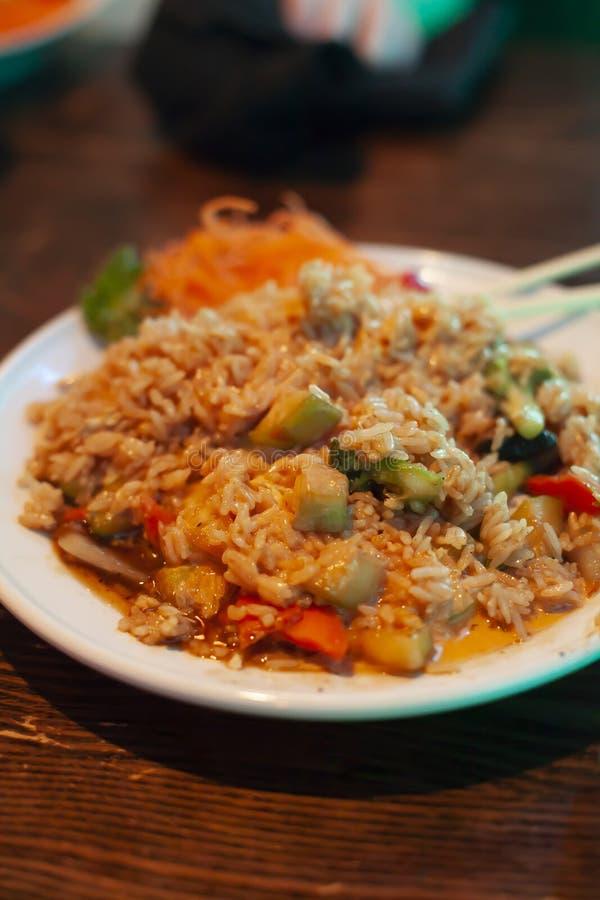 Rör Fried Rice och Veggies royaltyfria foton