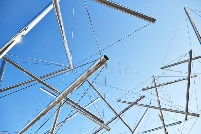 Rör och kablar moderna Art Sculpture royaltyfri foto