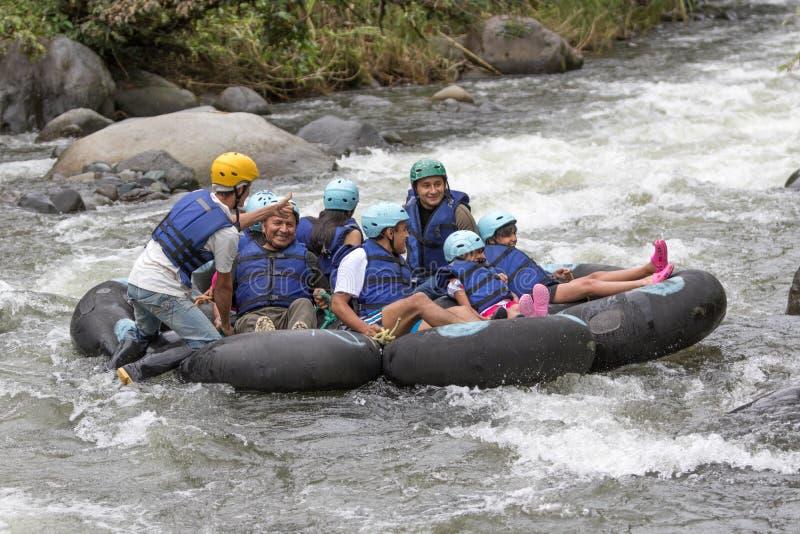 Rör på den Mindo floden i Ecuador arkivbild