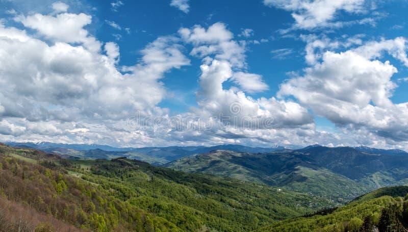 Röra skyen arkivfoton