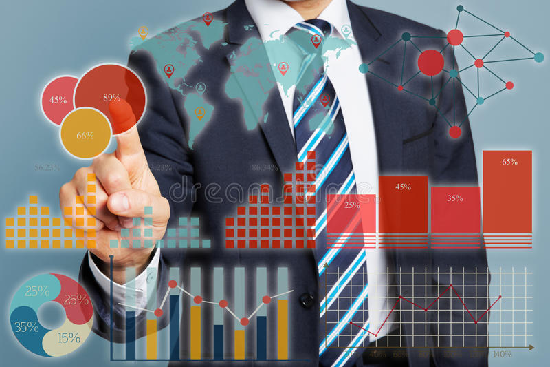 Rörande finansiella data för chef royaltyfria foton