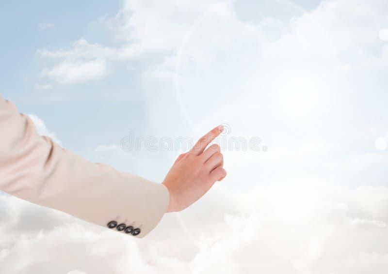 Rörande luft för hand av ljus himmel arkivbilder