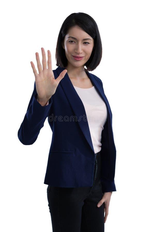 Rörande osynlig skärm för affärskvinna arkivbild