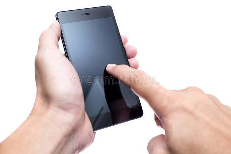 Rörande pressin för manlig hand på skärmen av smartphonen för skärm för svartmellanrumspolermedel den isolerade mobila royaltyfri foto