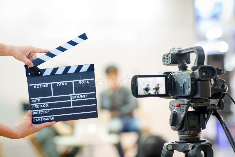 Rörelse för lås för bild för kamerashowsökare i intervju- eller TV-sändningbröllopceremoni royaltyfri foto