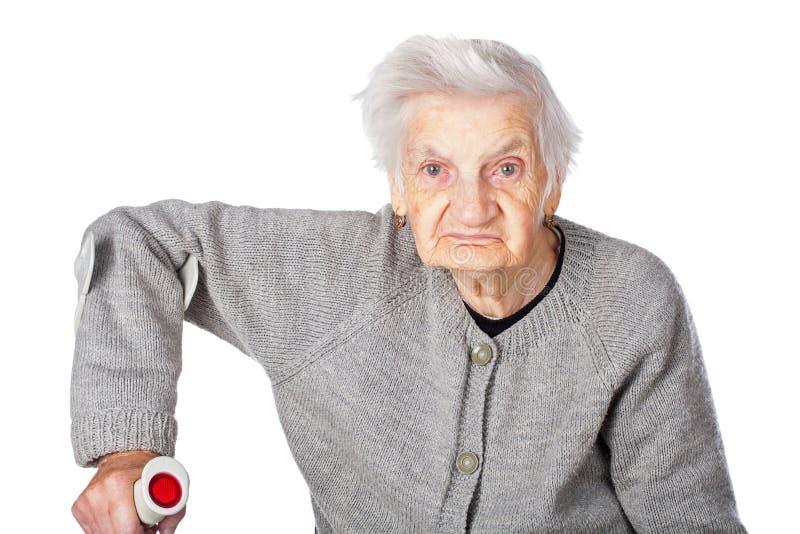 Rörelsehindrad äldre kvinna med kryckan royaltyfria bilder
